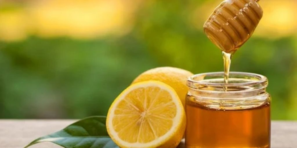 Honey and lemon mask for glowing skin